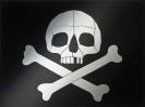 Totenkopf mit gekreuzten Knochen